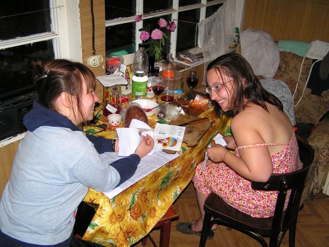 С подругой жены на даче фото